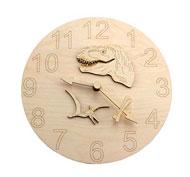 Reloj de pared de madera con motivos de animales