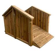 Puente exterior de madera para niños pequeños