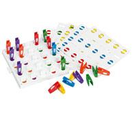 Juego de pinzas de colores y posiciones la unidad de juego el conjunto
